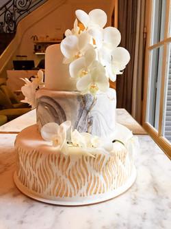 Torta de bodas con orquideas reales