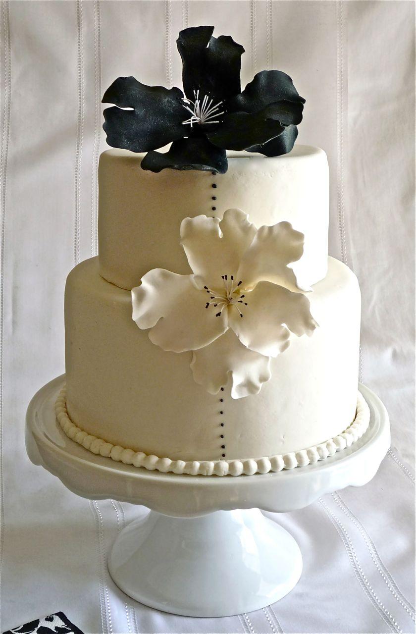 Torta de Bodas anemonas blancas y negras