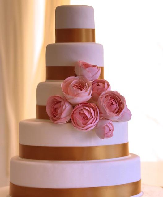 Torta de casamiento con flores.jpg