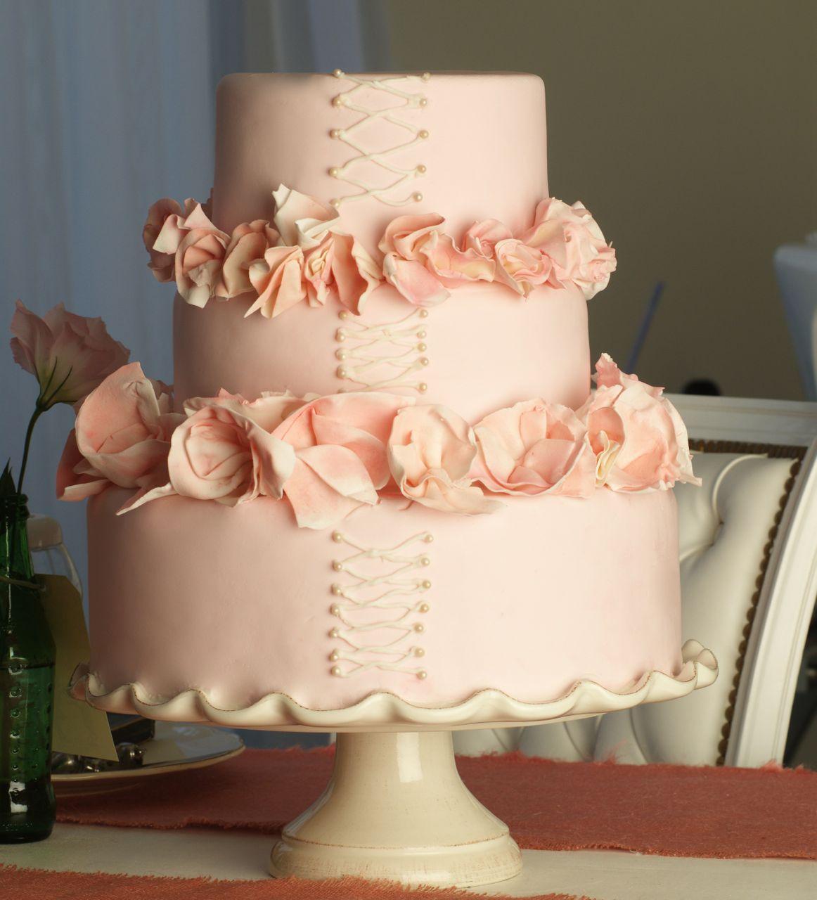 Torta de 15 rosada con volados