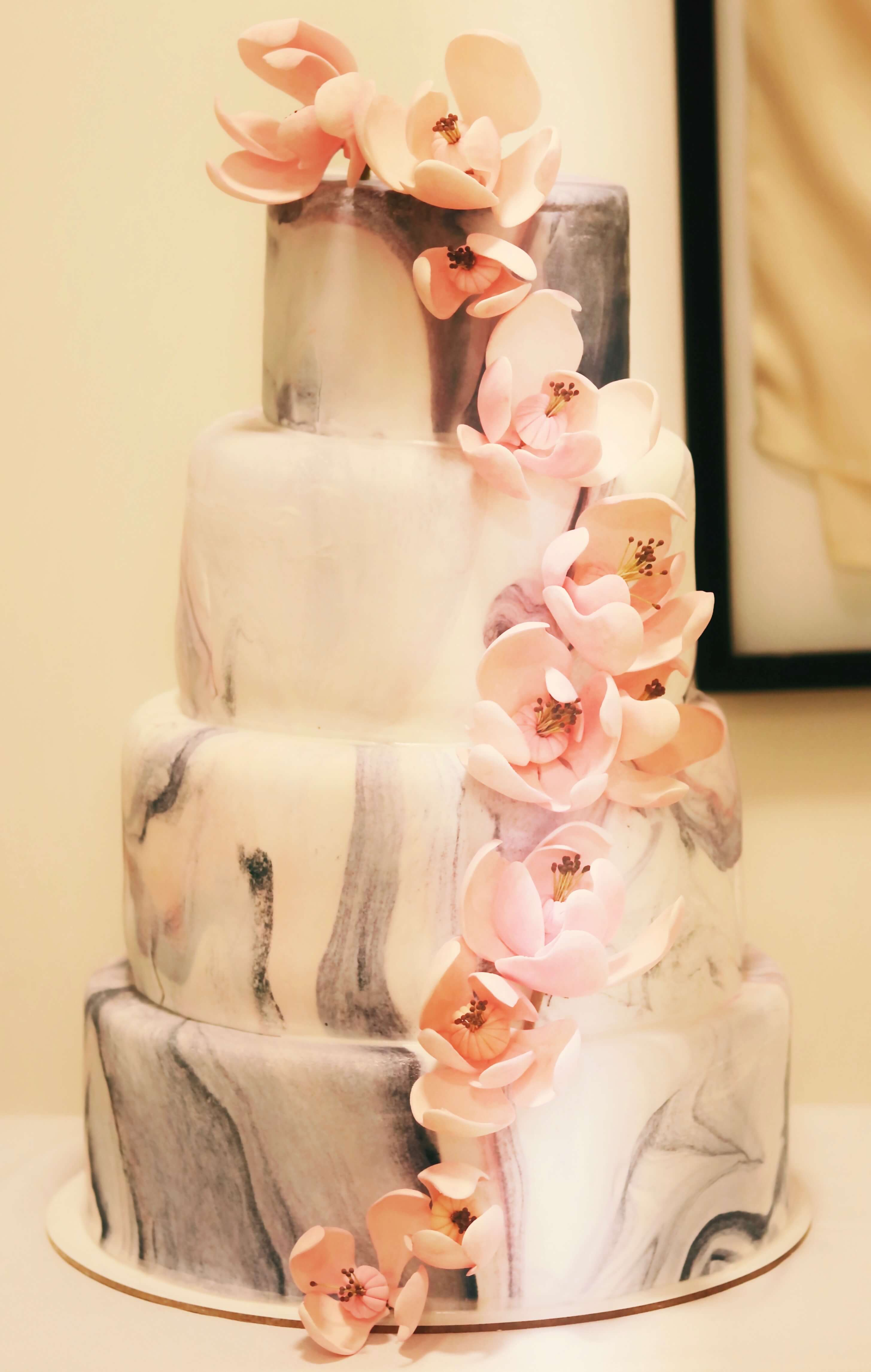 Torta marmolada con mini magnolias