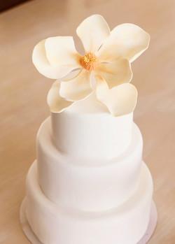 Torta de bodas con 1 magnolia