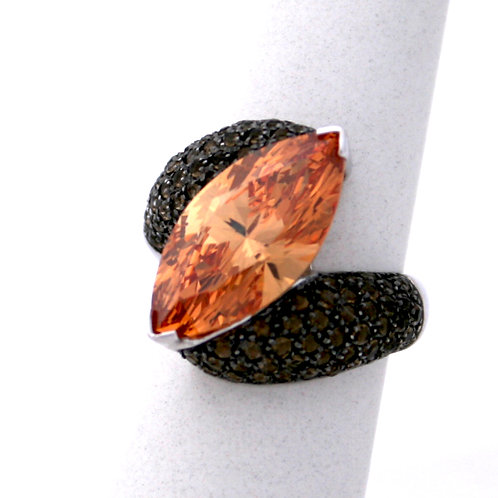 GOLD Ring 18ck  White Gold with  Spinel in Brilliant Pear Cut & Black Zirconias