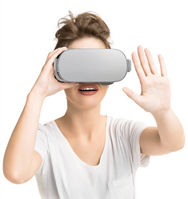 White Lady with Oculus Go.png