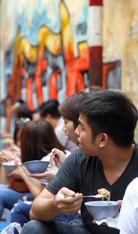 Restaurant de rue à Hanoï