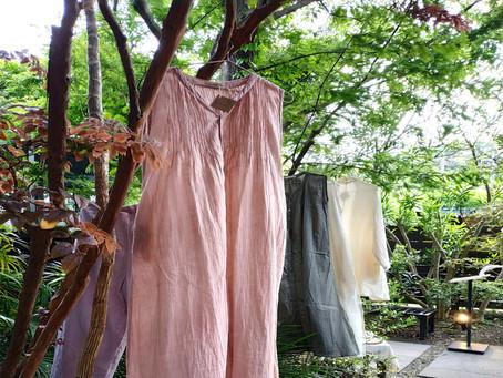 先日、ガーデンハウス鎌倉でのマルシェにて、昨年より始めたベンガラ染めのお披露目をさせていただきました。