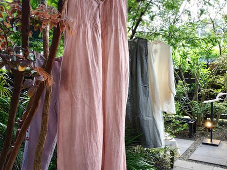 先日ガーデンハウス鎌倉のマルシェにて、昨年より始めたベンガラ泥染めのお披露目をさせていただきました。