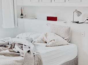 apartment-bed-bedding-1034584.jpg