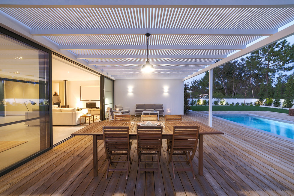 Modern%20villa%20with%20pool%20and%20dec