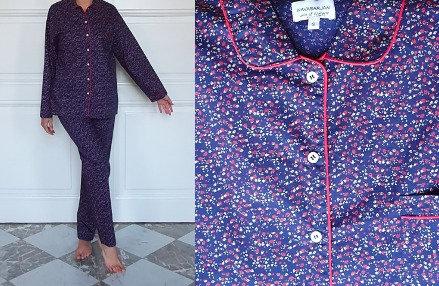 Pyjama dame manches longues - Fleurs sur fond marine