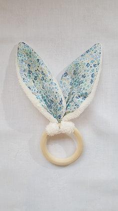 Hochet Fleurs bleues / Eponge blanche