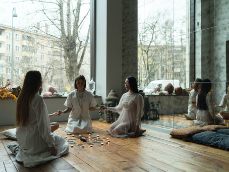 What Is a Woman's Circle and Why You Should Join One