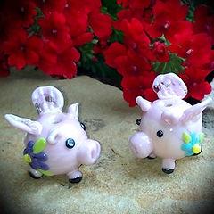 terry porto lampwork pigs.jpg