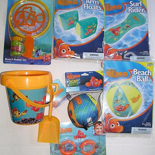 Disney 7 pc water play set Nimo motif