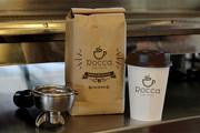 Logo criada para a cafeteria Rocca, aplicada nos materiais de uso para o delivery.