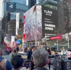 Conférence de presse de Andrew Yang, candidat pour la mairie de New-York devant le Billboard de Cube-Art Fair.