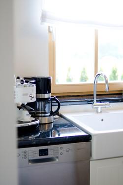 Küche mit Espressomaschine