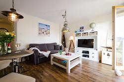Wohnzimmer mit maritimer Einrichtung