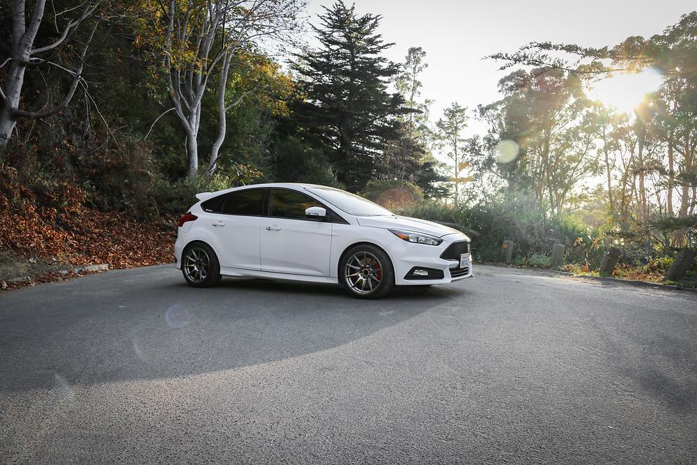 White Ford Focus ST