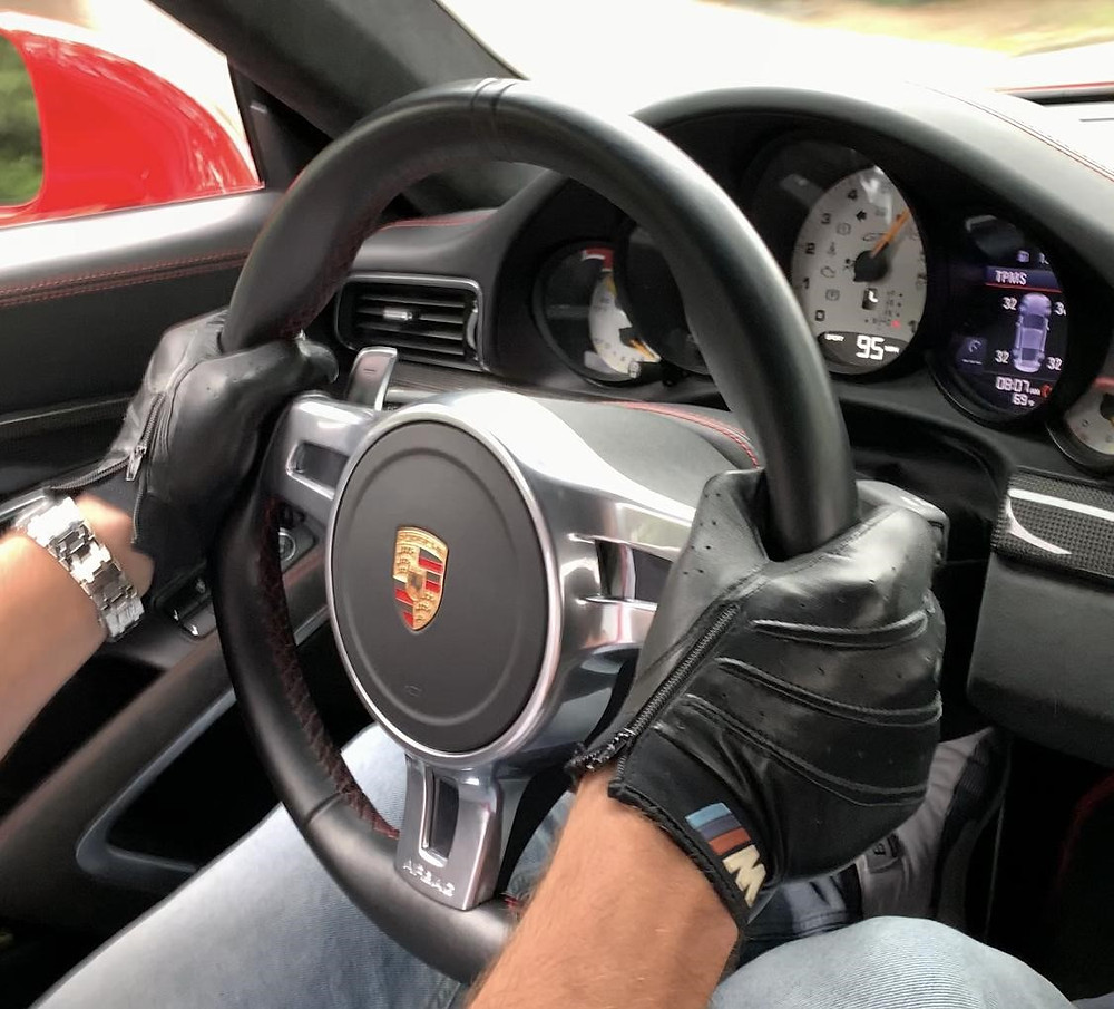 Driver's view in the Porshe GT3