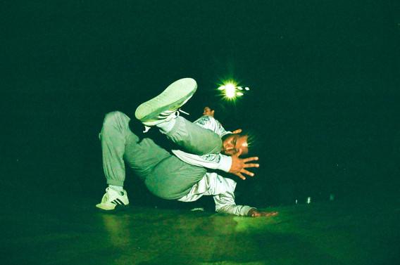 breakdancejarry02.jpg