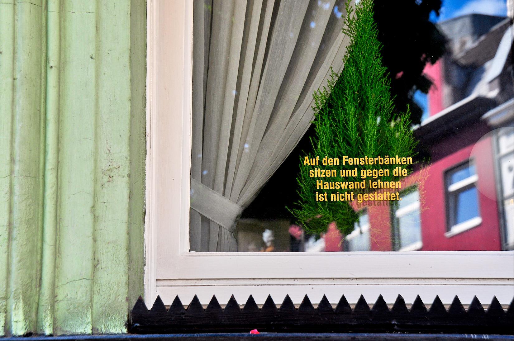 Sitzen verboten | Köln