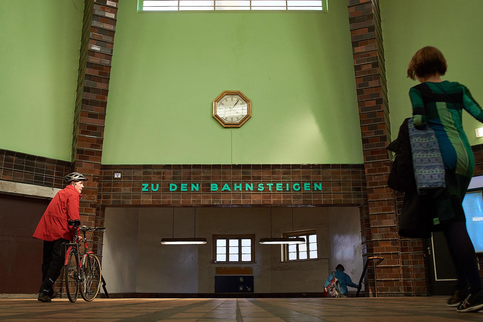 Zu den Gleisen | Berlin