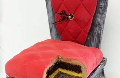 čokoládová židle s dortem.jpg
