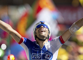 Pinot celebra en Alpe d´Huez; Froome, virtual campeón del Tour de Francia