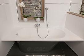 Luxus Badewanne in neuem Badezimmer