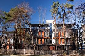 Apartement mit Holzfront und modernen Badezimmer