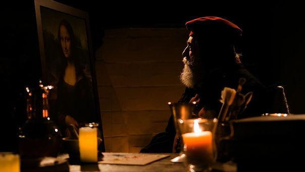 Aging Leonardo with Mona Lisa2.jpg
