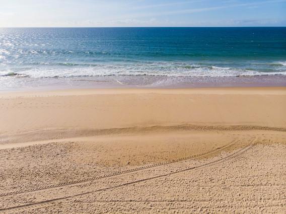 Fonte da Telha Beach