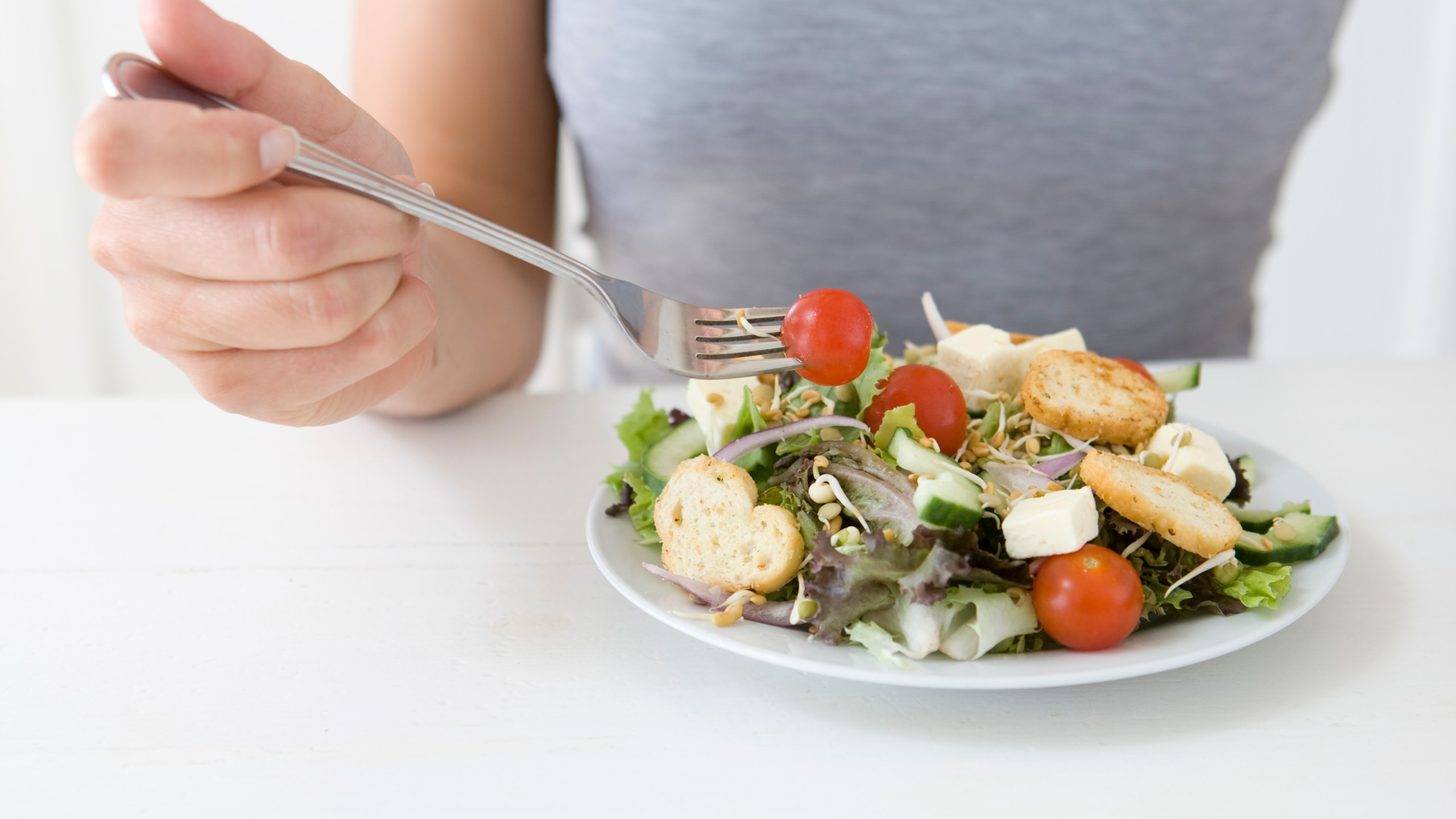 Similar to dinner, a small study showed that eating lunch later (4:30pm) resulted in women burning less calories and using less of the sugars they ate. When sugars aren't used, they are stored as fat. This can lead to weight gain and type 2 diabetes. However, women who ate lunch earlier, by 1pm, burned more calories and used more of the sugar as energy.