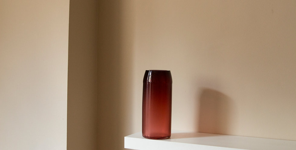 RAW-VASE-by-STUDIO-MILENA-KLING-mouthblown-glass-RUBY-RED