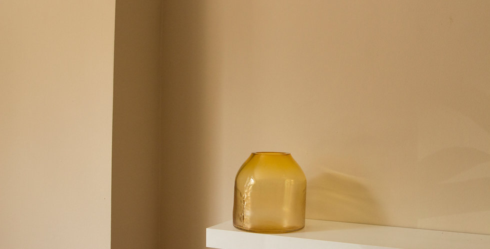 RAW-VASE-by-STUDIO-MILENA-KLING-mouthblown-glass-AMBER