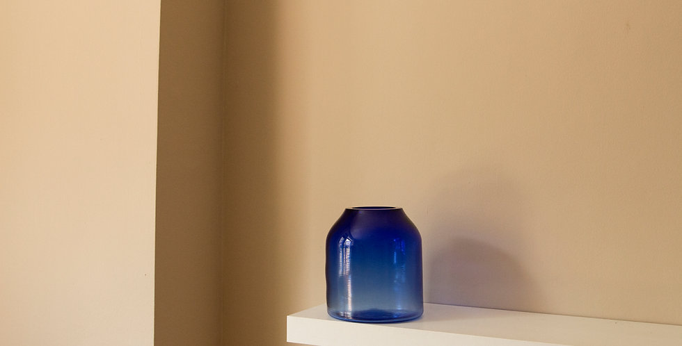 RAW-VASE-by-STUDIO-MILENA-KLING-mouthblown-glass-BERLIN-BLUE