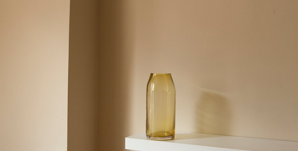 RAW-VASE-by-STUDIO-MILENA-KLING-mouthblown-glass-AMBER