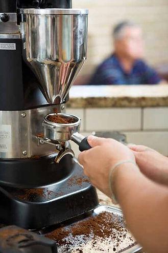 Porta filtre içine öğüten kahve öğütücüsü