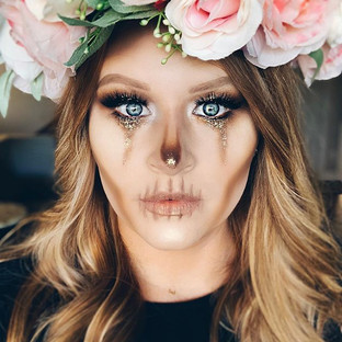 What a fun Halloween look this was to cr