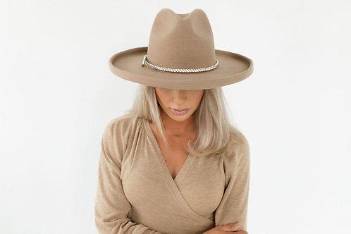 The Cara Loren Pencil Brim Hat - Tan