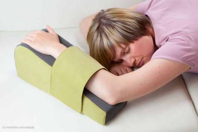 curalymph-lymphoedem-kissen-zum-schlafen-in-bauchlage