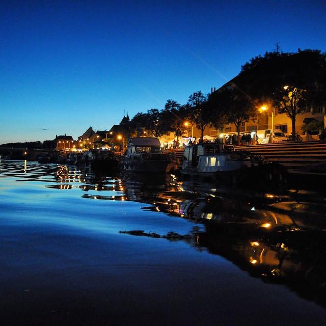 Les quais de Saint-Jean-de-Losne au soir