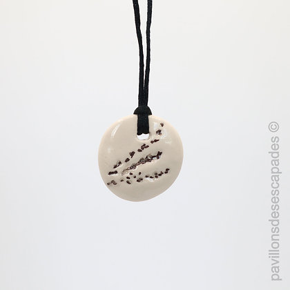 Earthenware pendant with brown grass imprint