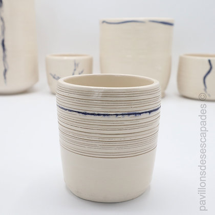 Small earthenware pot - blue line