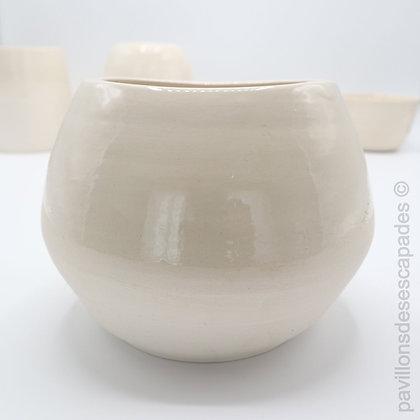 Earthenware vase - White