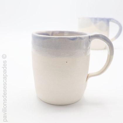 Tasse en faïence - blanche  et bleue
