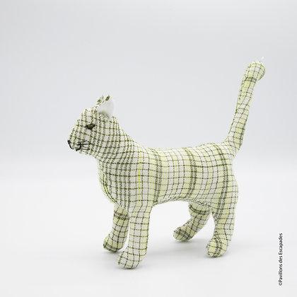 Chat modelé en tissu