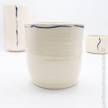 Vase en faïence - ligne bleue