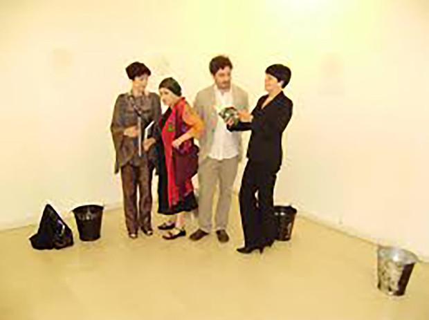 """Maura (prima a sin) con Lea Vergine, per ritirare il Premio """"Tassoni"""" per la poesia """""""
